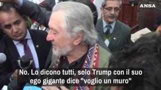 """De Niro: """"Solo il grande ego di Trump vuole il muro"""""""