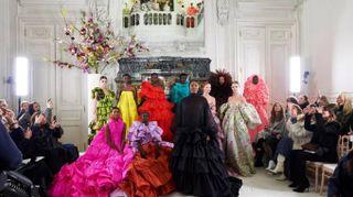 Valentino, a Parigi sfila la bellezza delle donne di colore