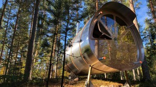 Vacanze nella natura: la capsula per il glamping che sembra un aereo