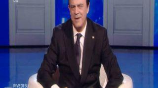 """Crozza-Berlusconi: """"Lascio la leadership a Formigoni, mi ricorda me"""""""