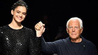Giorgio Armani, autunno inverno 2019/2020. Protagonista il blu, e torna la cravatta