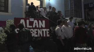 Perù, morto ex presidente Garcia: si è sparato prima dell'arresto