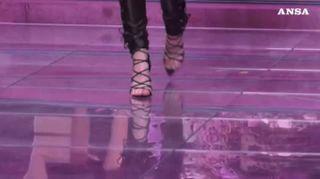 Bella e Gigi Hadid a Milano per Versace e le divisioni di genere spariscono