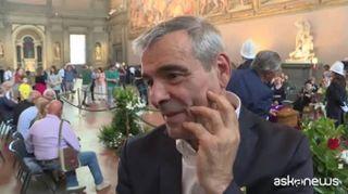 Firenze, una sciarpa viola sulla bara di Zeffirelli