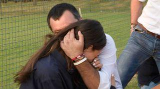 Salvini coccola la fidanzata Francesca, abbracci e tenerezze alla festa della Lega