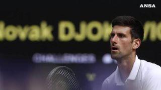Wimbledon, Djokovic batte Federer in una finale da record