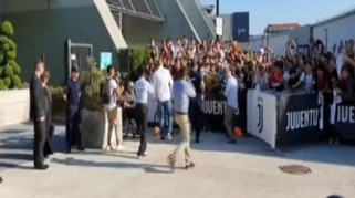 Juventus, de Ligt arriva al JMedical: l'entusiasmo dei tifosi