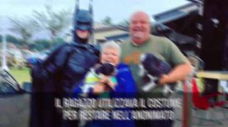 Il Batman che salva cani e gatti, esiste davvero!