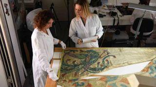 I costumi della Turandot da restaurare: servono 12mila euro