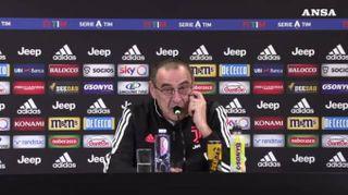 """Juve, Sarri: """"Paura mercato Inter? Non penso al nostro, figuriamoci al loro"""""""