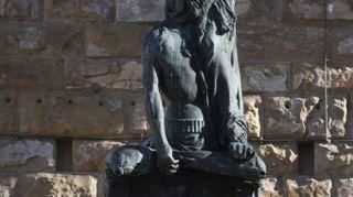 Le sculture che verranno restaurate grazie a Ferragamo